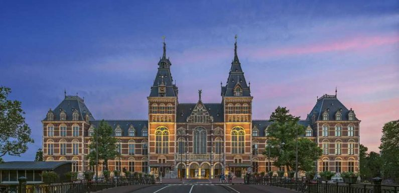 Uniworld adds nighttime excursions on its 2022 Europe cruises